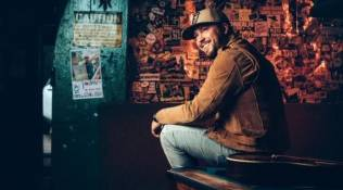 Mitchell Tenpenny Interview With CEEK VR!